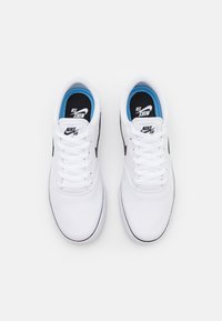 Nike SB - CHRON 2 UNISEX - Trainers - white/black - 3