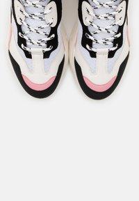 Steve Madden - ANTONIA - Zapatillas - black/pink - 5
