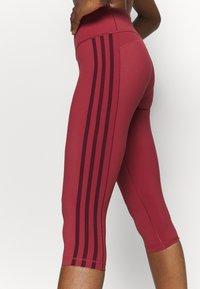 adidas Performance - BELIEVE THIS 3 STRIPES LEGGINGS - 3/4 sportbroek - legend red/maroon - 3