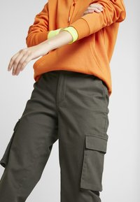 ONLY - Trousers - beluga - 5