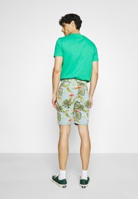 INDICODE JEANS - FLOWERS - Shorts - blue wave - 2