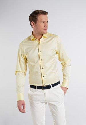 SLIM FIT - Overhemd - zartgelb