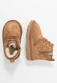 UGG - NEUMEL - Bottines à lacets - chestnut - 0