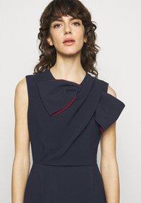 Roksanda - FLANDRE DRESS - Pouzdrové šaty - midnight/sangria - 3