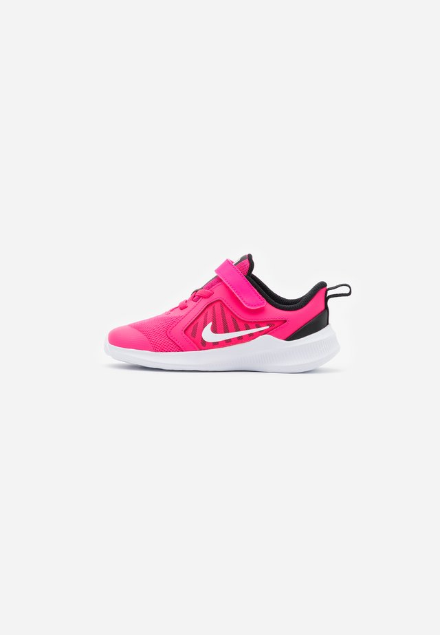 DOWNSHIFTER 10 - Neutral running shoes - hyper pink/white/black