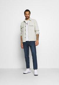 Tommy Jeans - TIMELESS SCRIPT TEE UNISEX - T-shirt med print - white - 1