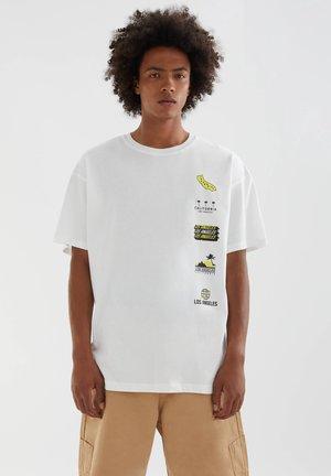 MIT STWD-MOTIVEN - Printtipaita - white