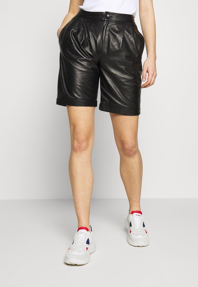 STUDIO ID - CAROLINE SHORTS - Leather trousers - black