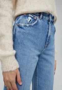 PULL&BEAR - MIT HOHEM BUND - Flared jeans - blue-grey - 5