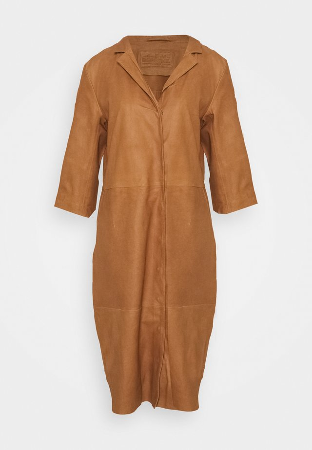 DRESS - Skjortklänning - camel
