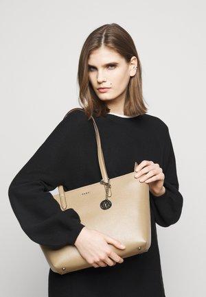 BRYANT BOX SUTTON - Handbag - jute
