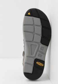 Keen - UNEEK - Walking sandals - steel grey/drizzle - 4