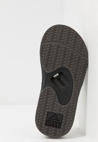 Reef - FANNING - Sandály s odděleným palcem - black/grey - 4