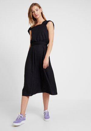 VERDANT MIDI DRESS - Sukienka letnia - black