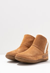Sorel - NAKISKA BOOTIE - Classic ankle boots - camel brown - 4