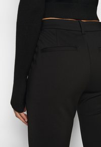 Vero Moda Petite - VMVICTORIA ANTIFIT ANKLE PANTS  - Trousers - black - 5