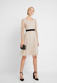 Apart - DRESS WITH DOTS - Robe de soirée - nude/black - 2