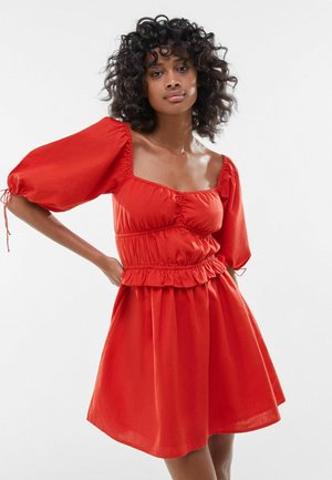 WITH PUFF SLEEVES  - Day dress - red