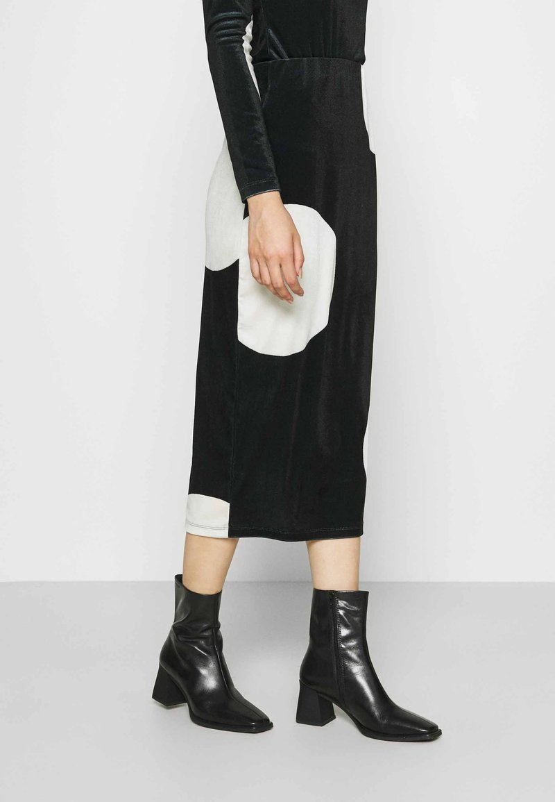 Who What Wear - HIGH WAISTED PENCIL SKIRT - Pencil skirt - black/white