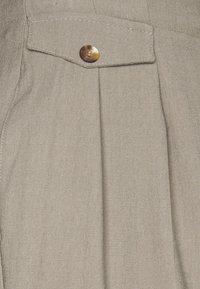 Topshop Petite - BERMUDA - Short - grey - 2