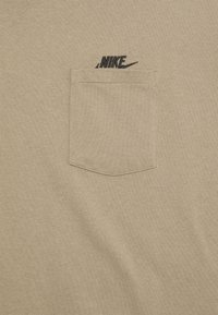 Nike Sportswear - TEE POCKET - T-shirt basic - sandalwood/black - 2