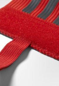 adidas Performance - FOOTBALL CAPTAIN'S ARMBAND - Accessoires - Overig - scarlet/dark grey - 5