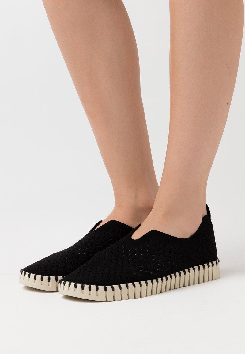 Ilse Jacobsen - Nazouvací boty - black
