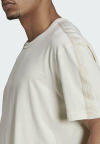 adidas Originals - T-shirt med print - white - 4