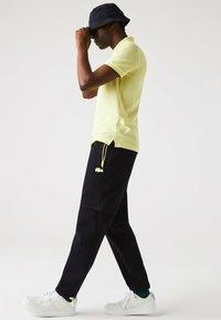 Lacoste - Polo shirt - jaune - 3