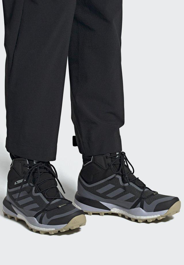 TERREX SKYCHASER GORE-TEX BOOST HIKING SHOES - Bergschoenen - black