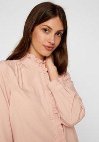 Vero Moda - Skjortebluser - misty rose - 3