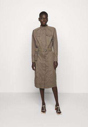 BASIL VALENTEEN DRESS - Shirt dress - bungee brown