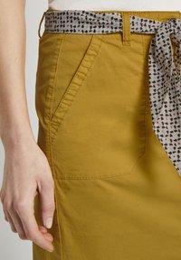 TOM TAILOR - Pouzdrová sukně - deep golden yellow - 4