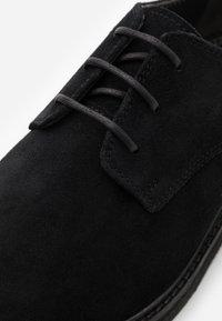 Walk London - SLICK DERBY - Eleganta snörskor - black - 5