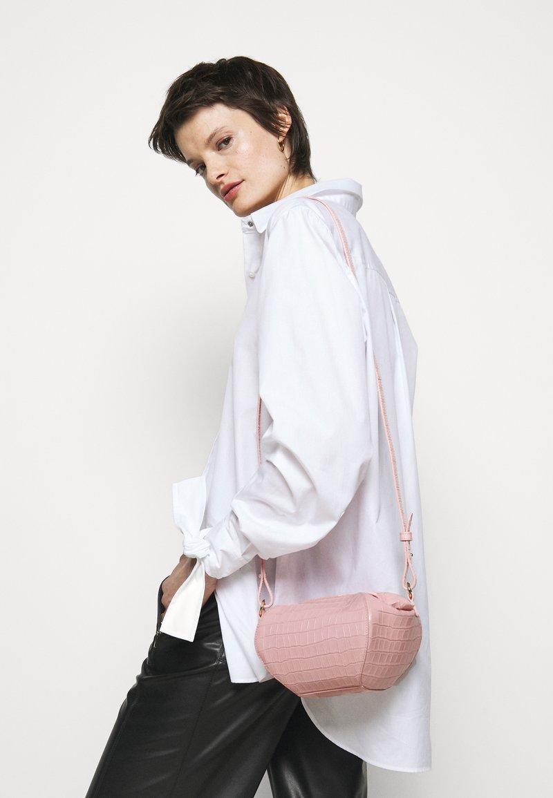 MAX&Co. - COCONUT - Across body bag - rosa