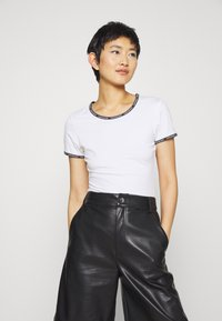 Calvin Klein Jeans - LOGO TRIM - Print T-shirt - bright white - 0