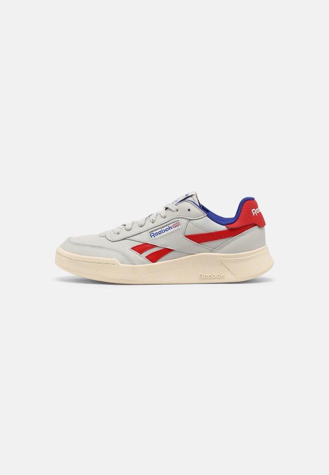 CLUB C LEGACY REVENGE - Sneakersy niskie - pure grey/vector red/alabaster
