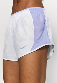 Nike Performance - ICON CLASH 10K SHORT - Short de sport - light thistle/clear - 5