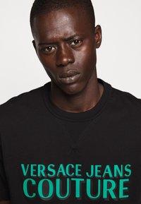 Versace Jeans Couture - LOGO - T-shirt imprimé - black - 3