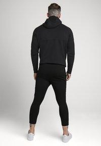 SIKSILK - SIKSILK MOTION TAPE ZIPTHROUGH - Jersey con capucha - black - 2