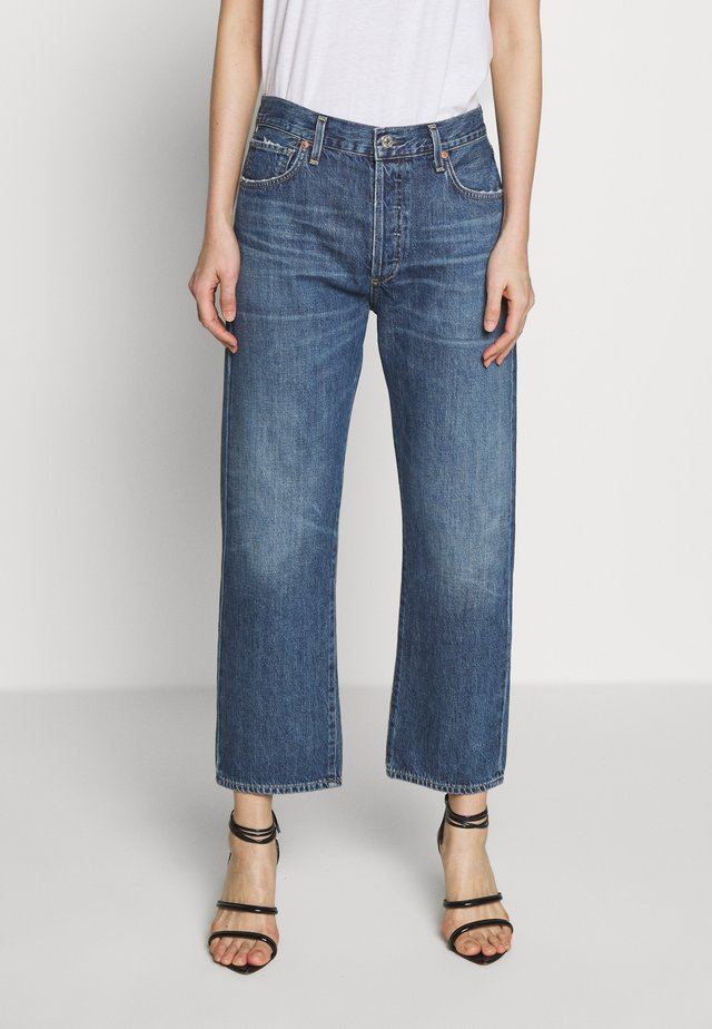 EMERY HIGH RISE RELAXED CROP - Džíny Bootcut - dark-blue denim