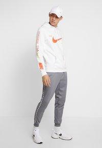 Nike Sportswear - CLUB HOODIE - Hættetrøjer - white - 1