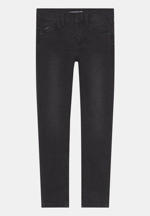 NKMPETE DNMTONSONS - Skinny džíny - black denim