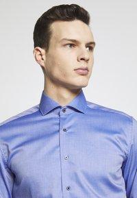 Eterna - HAI-KRAGEN SLIM FIT - Formální košile - royal - 4