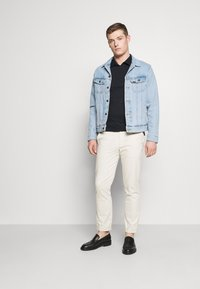 Tommy Hilfiger - INTERLOCK ZIP SLIM  - Polo shirt - desert sky - 1