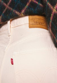 Levi's® - HIGH LOOSE TAPER - Jeansy Relaxed Fit - off-white - 5