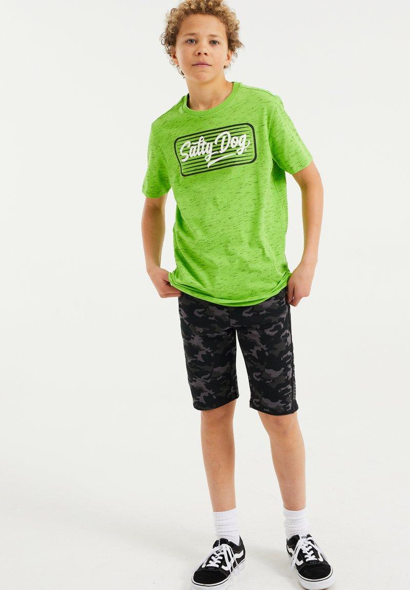 WE Fashion - MET OPDRUK - Print T-shirt - bright green