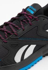 Reebok - LAVANTE TERRAIN - Zapatillas de trail running - black/horizon blue/white - 5