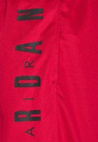 Jordan - JUMPMAN - Shorts - gym red/black - 2