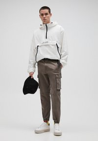 PULL&BEAR - Cargo trousers - brown - 1